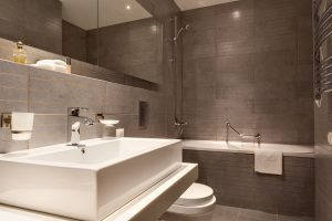 4 Must-Have Features in a Luxury Bathroom