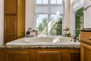 Choosing a New Tub for Your Bathroom Remodeling Project